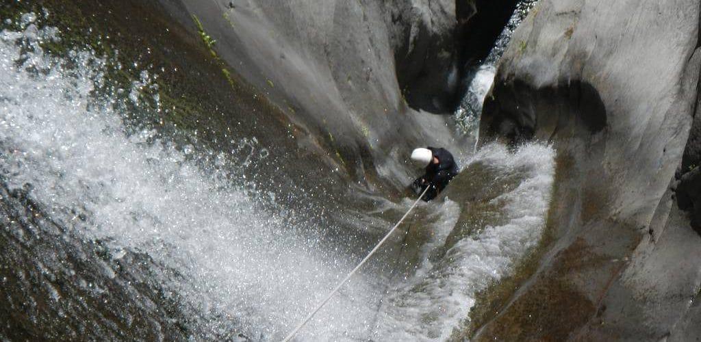 canyoning-reunion-fleur-jaune-kloofing-canyoneering-5