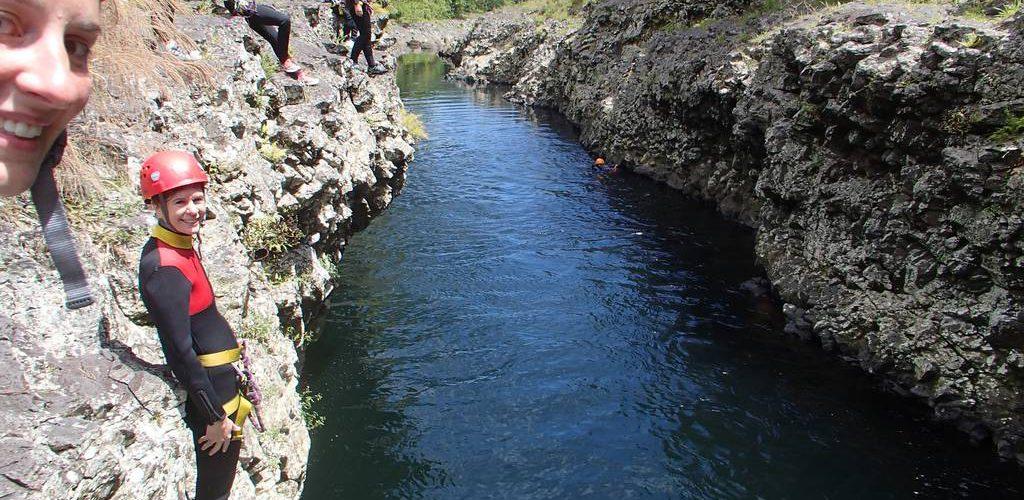Saut en randonnée aquatique dans RIVIERE DES ROCHES