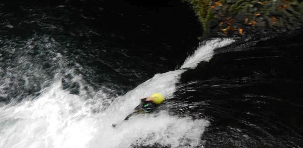 riviere-roches-randonnee-aquatique-canyoning-reunion-toboggan