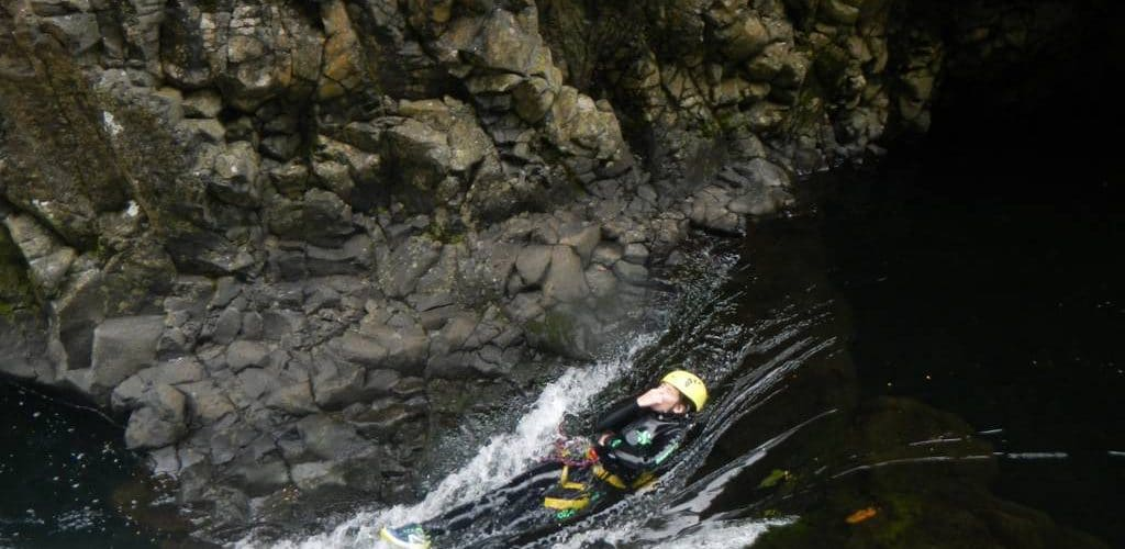riviere-roches-randonnee-aquatique-canyoning-reunion-toboggan-2