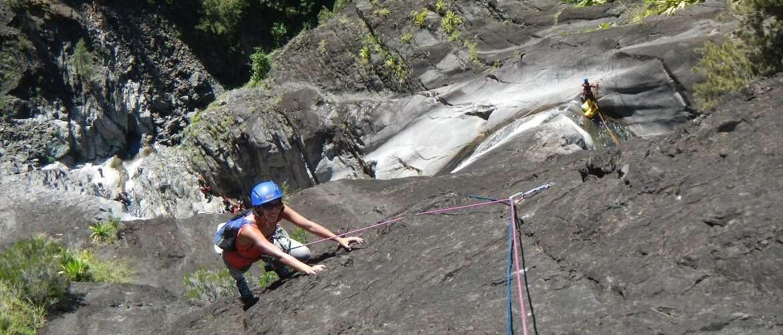 Escalada deportiva en grande via en el Piton de Sucre, isla Réunion, Cilaos.